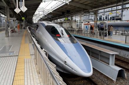500 Series Shinkansen in Kyoto Station (Photo Sam Doshi (CC BY-NC-ND 2.0) )