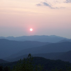 The Smoky Mountains: One of the Few Places You Can Hike in Two States at Once