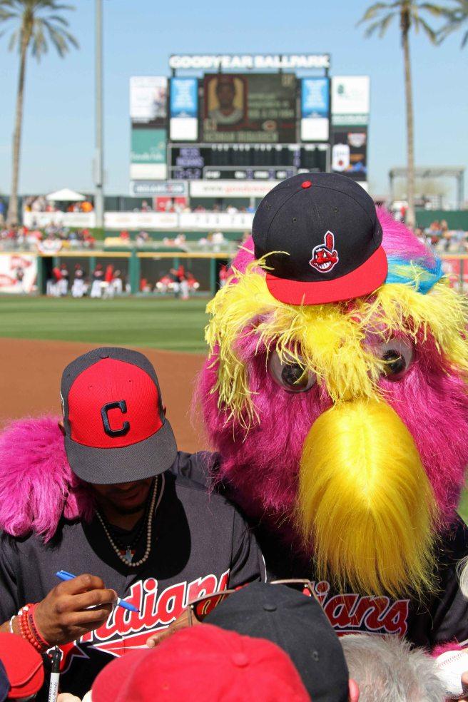 Cleveland Indians mascot Slider photobombs players signing autographs