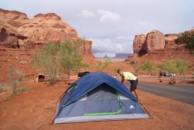 Tent opzetten in Monument Valley