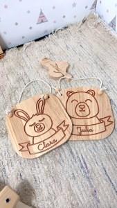 oso y conejo grabado madera