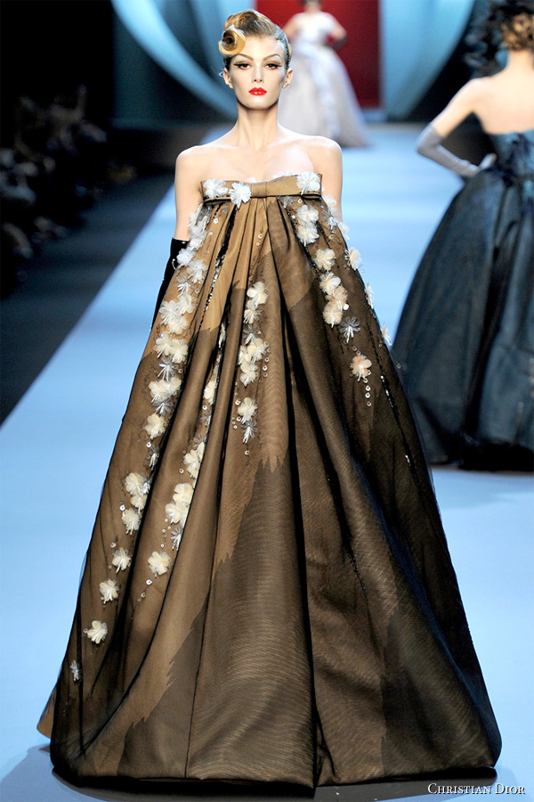 Kim mehee hanbok couture hanbok or runway fashion for Modern haute couture