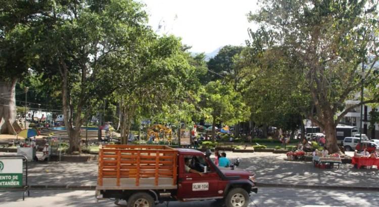 Voorbij rijdende vrachtwagen in Colombia
