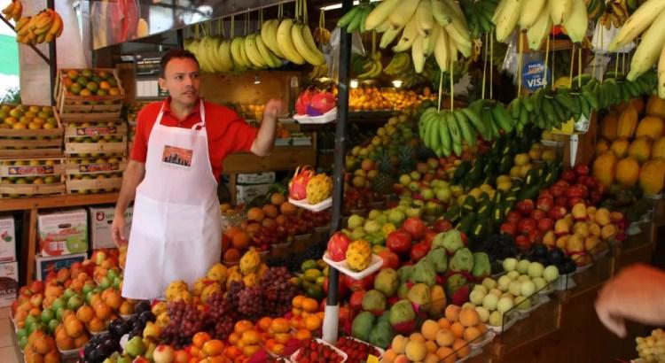 Uitleg op de markt in Lima
