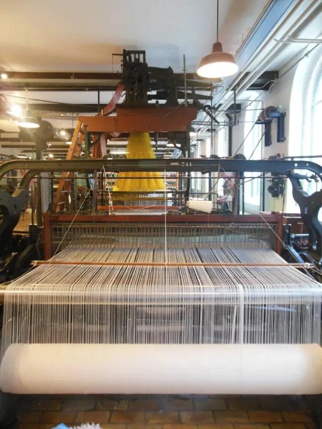 Weefmachine in het TextielMuseum in Tilburg