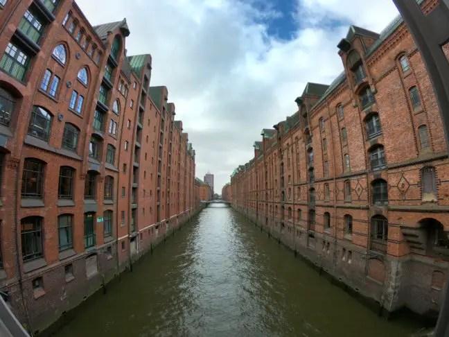 Immense pakhuizen in Hamburg