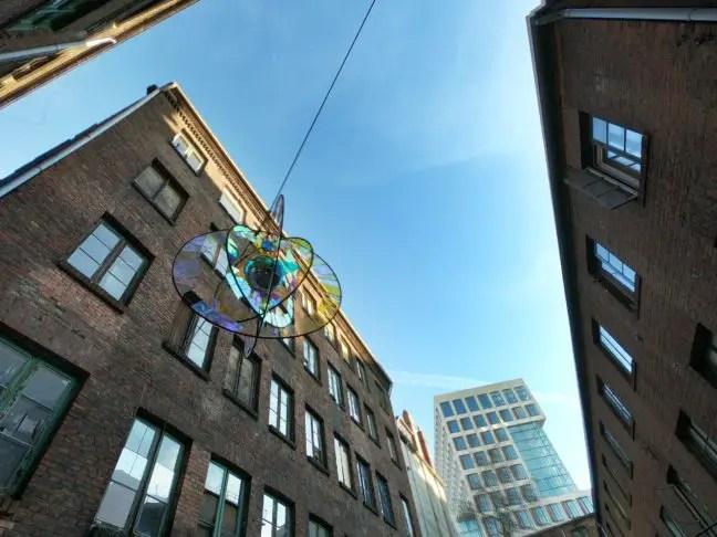 Gängeviertel tussen moderne gebouwen.