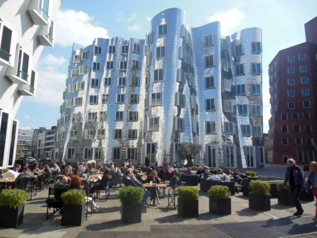 dansende gebouwen frank o gehry dusseldorf