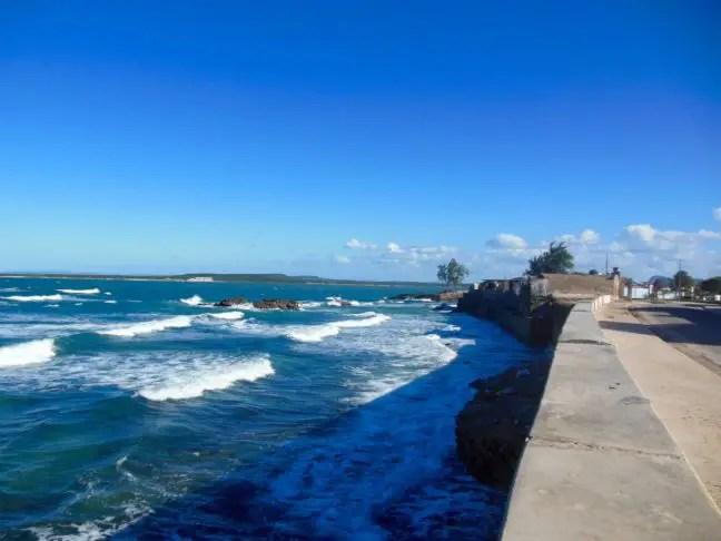 Boulevard Gibara aan de zee