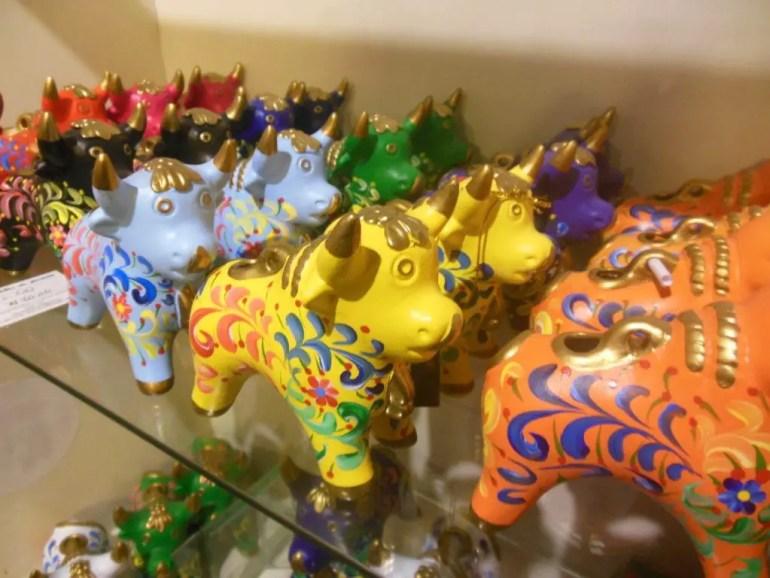 Souvenirs: Toritos de Pucara brengen voorspoed, geld, geluk, inzicht of iets anders. Afhankelijk van de kleur.
