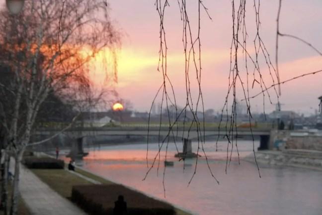 Zonsondergang bij de Niseva rivier.