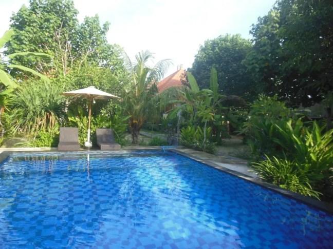 Zwembad van Hokita Home Stay op Nusa Lembongan.