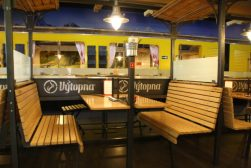 In Vytopna restaurant is het treinthema goed doorgevoerd.