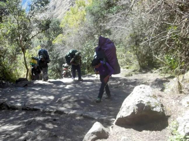 Supersterke mannen die dragers (porters) op de Inca Trail. Respect!