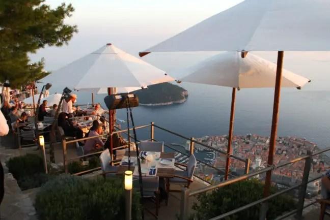 Het (prijzige) restaurant bovenop de berg.