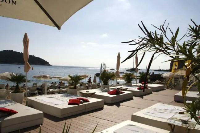 Het VIP-gedeelte van Banje Beach.