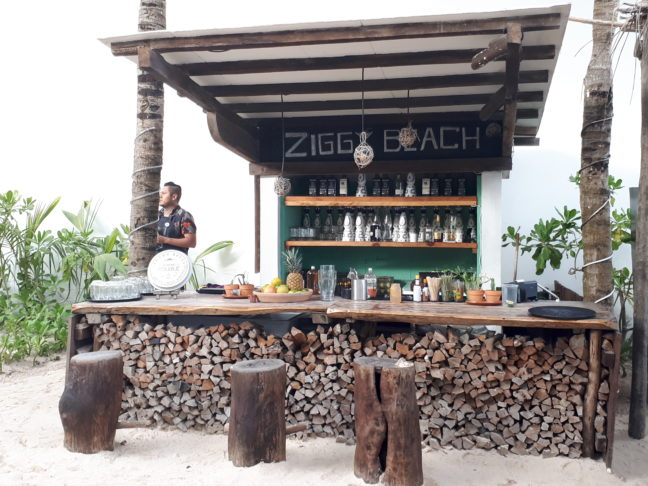 De beach bar van Ziggy's.