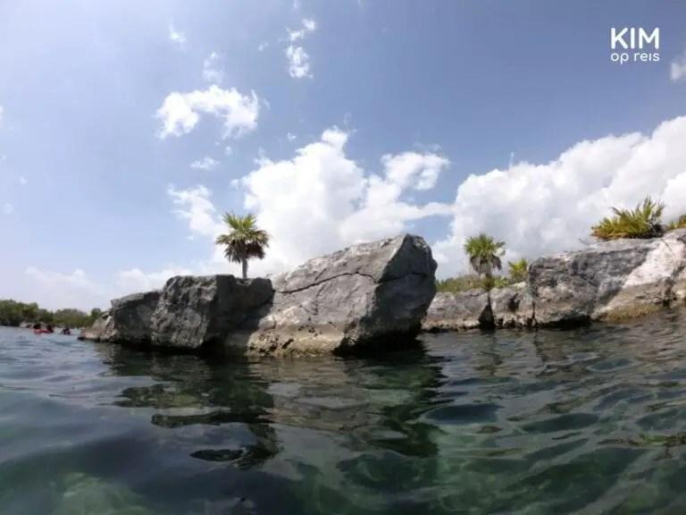 Snorkelen rondom de rotsformaties in Laguna Yal-Kú