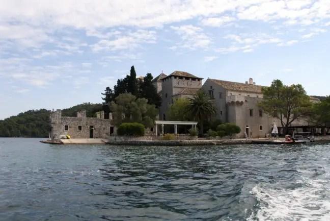 Benedictijns klooster op Maria's eiland in het nationale park.