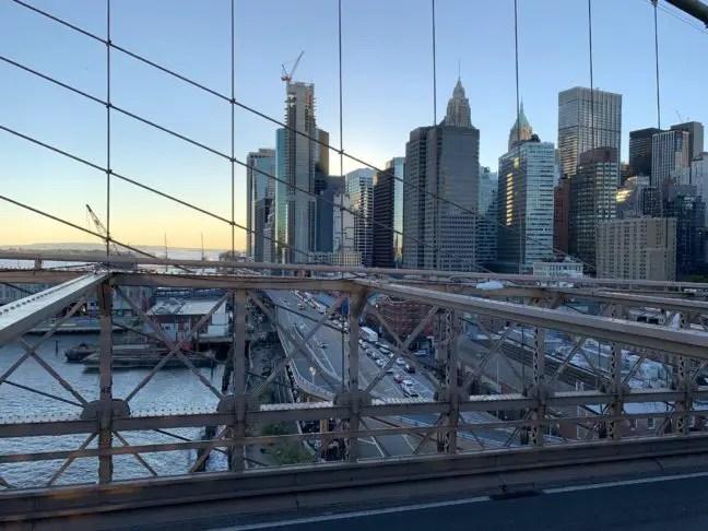 Zonsondergang vanaf Brooklyn Bridge.