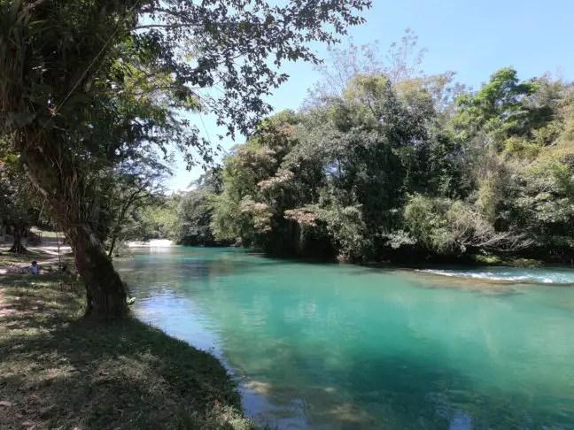 Op aangewezen plekken kun je veilig zwemmen bij Agua Azul
