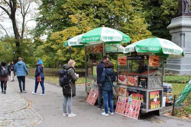 Hotdog kopen in Central Park.