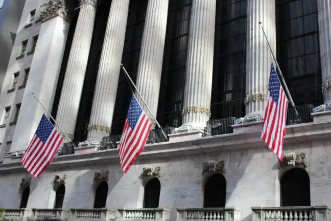 Amerikaanse vlaggen op Wall Street