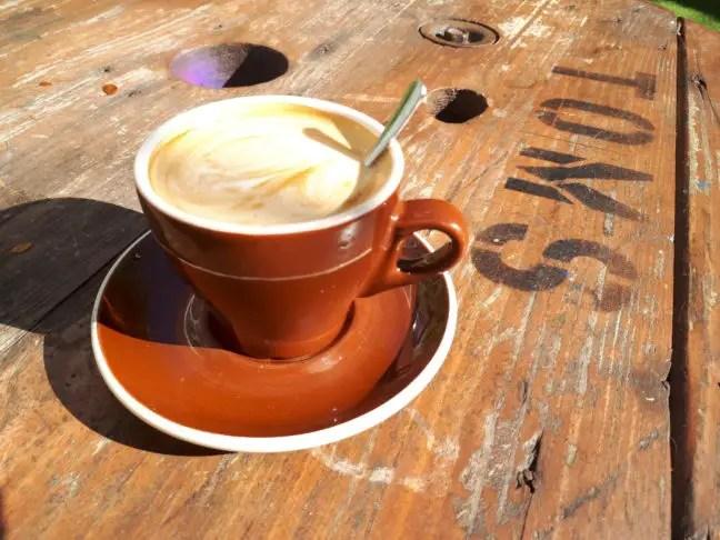 Koffie drinken bij TOMS in Venice.