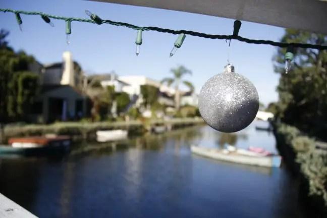 Het is kerst bij de Venice Canals.
