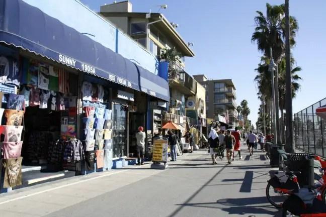 De Venice Boardwalk overdag.
