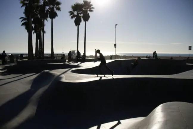 Skaters op de skatebaan.
