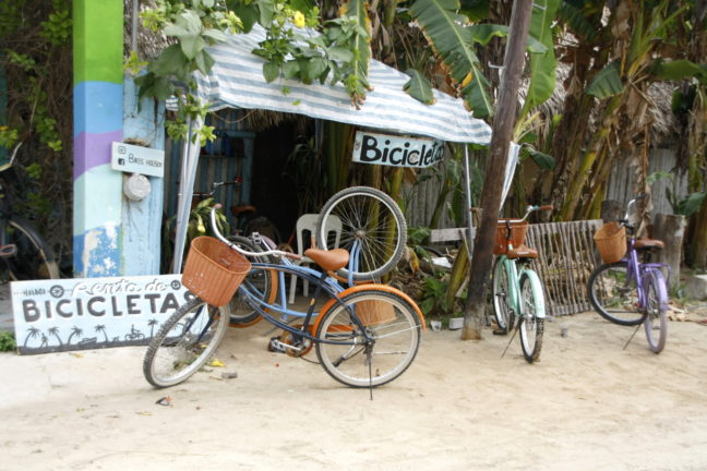 Fietsverhuur tegenover het Tribu hostel