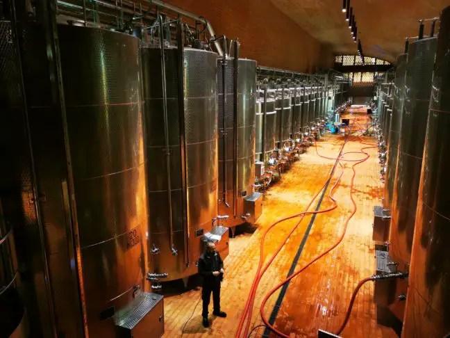 Enorme tanks voor de wijn