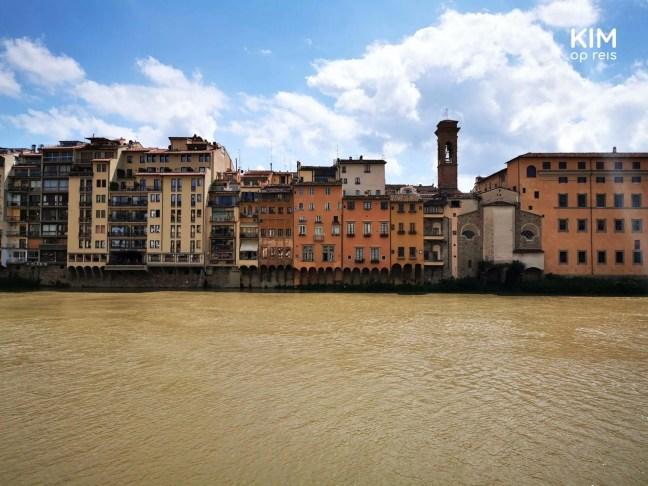 Huizen aan de rivier Arno