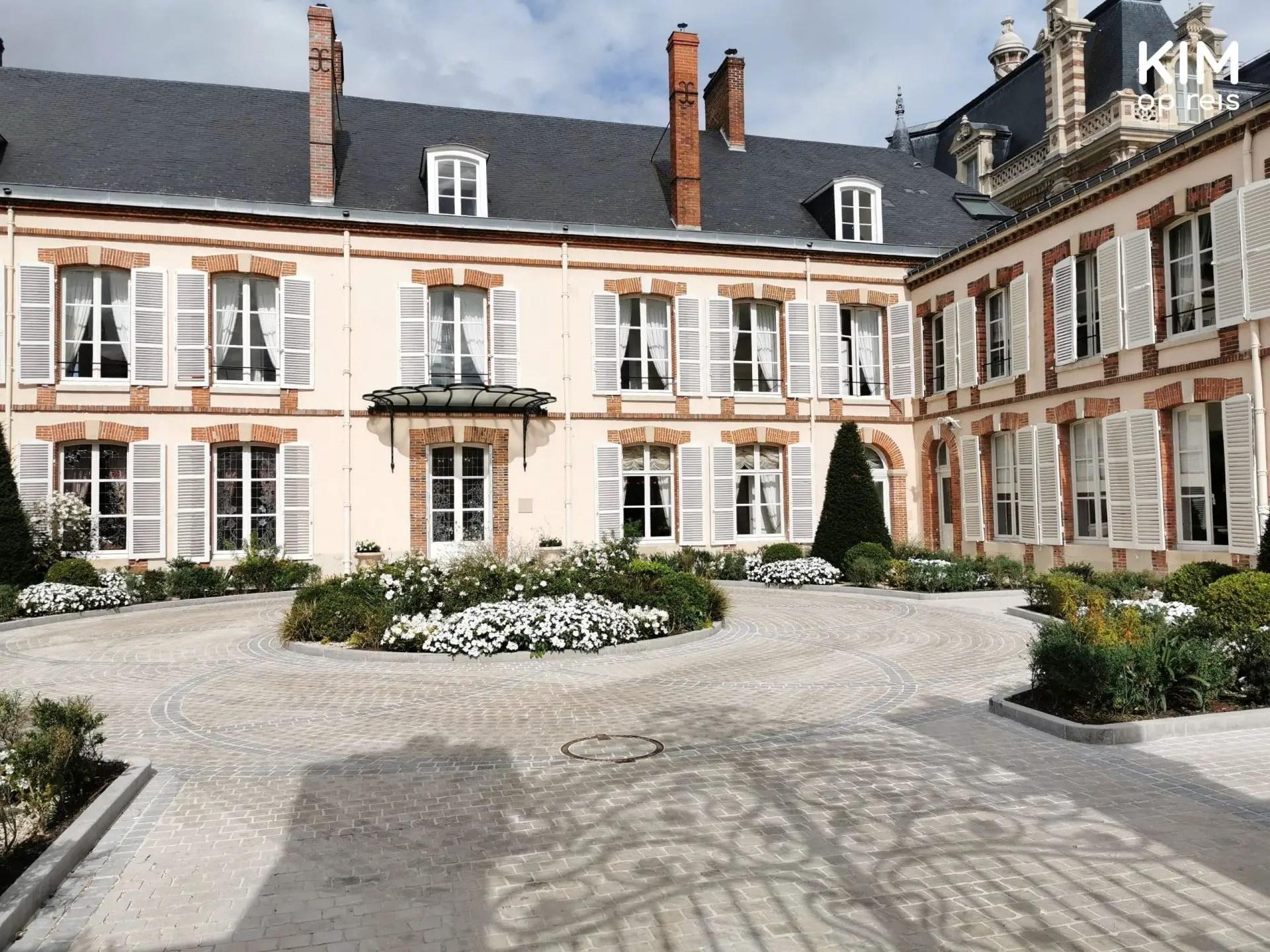 Champagnehuizen Avenue de Champagne Epernay: binnenplaats van een Champagnehuis