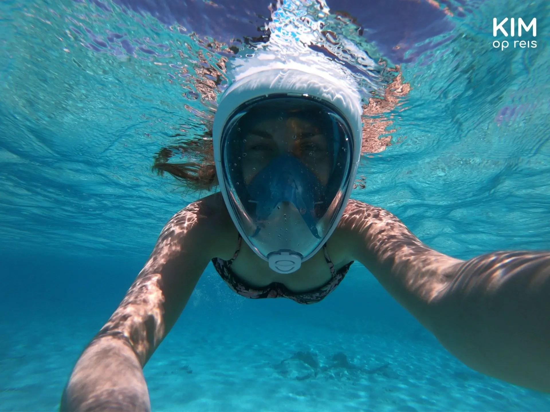 Snorkeling on Klein Curaçao: underwater selfie with snorkel mask