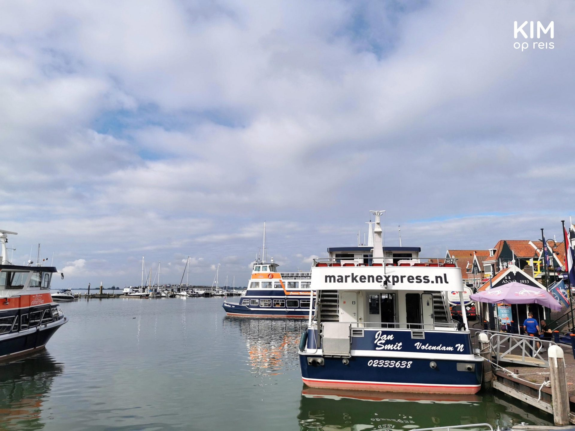 Boat Marken Express - Boat is in the harbor