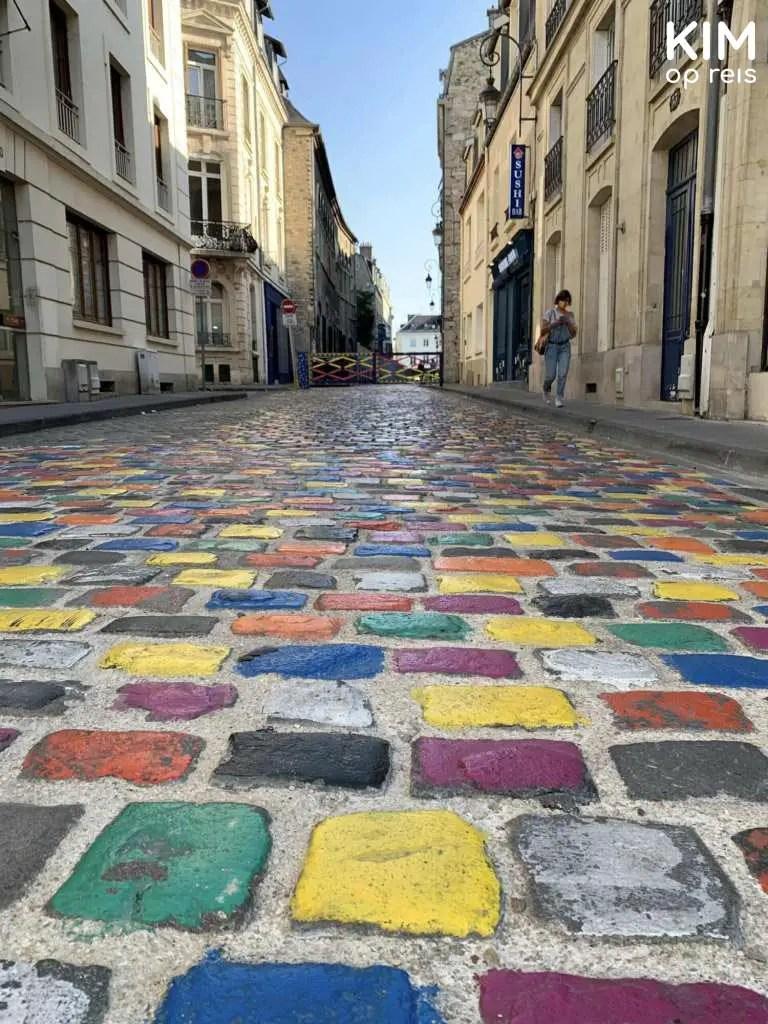 Gekleurde tegeltjes op straat Reims