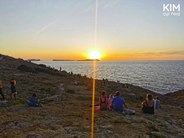 Hostal La Torre sunset: people on the rocks overlooking the sunset