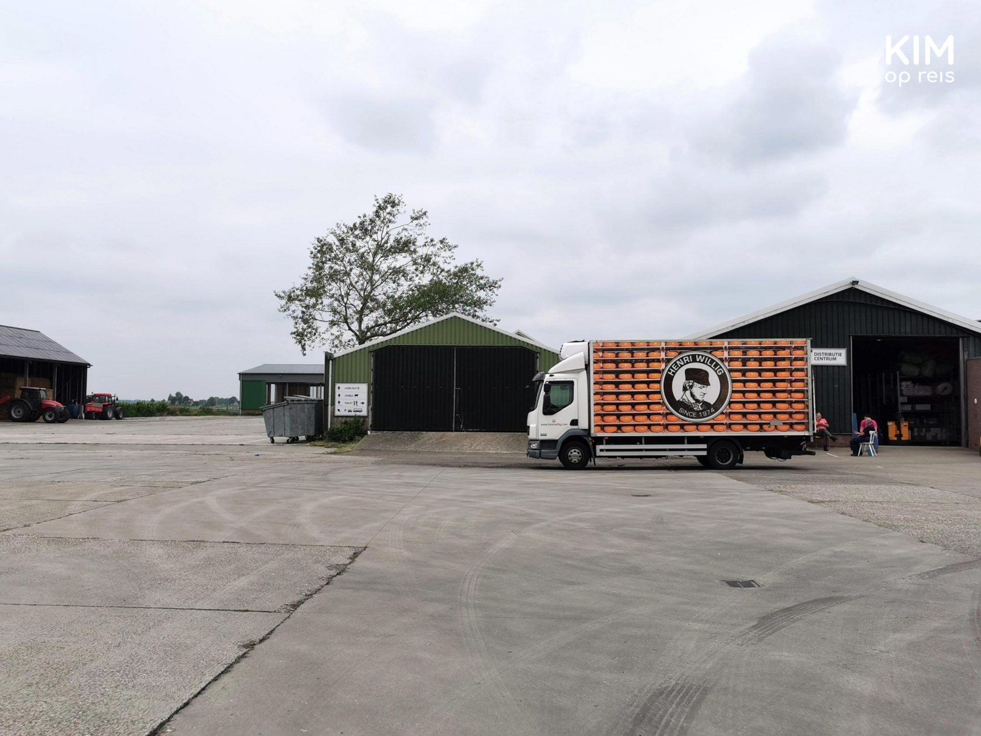 Jacobs Hoeve Henri Willig - empty yard with a small truck depicting cheese racks
