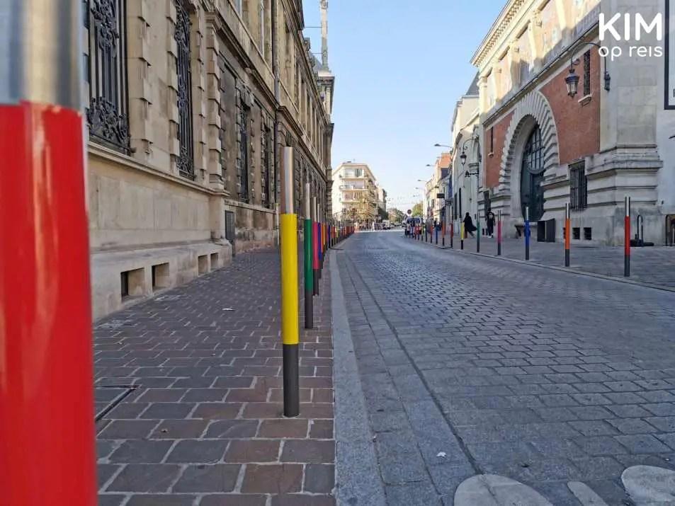 Kleurrijke details op straat in Reims