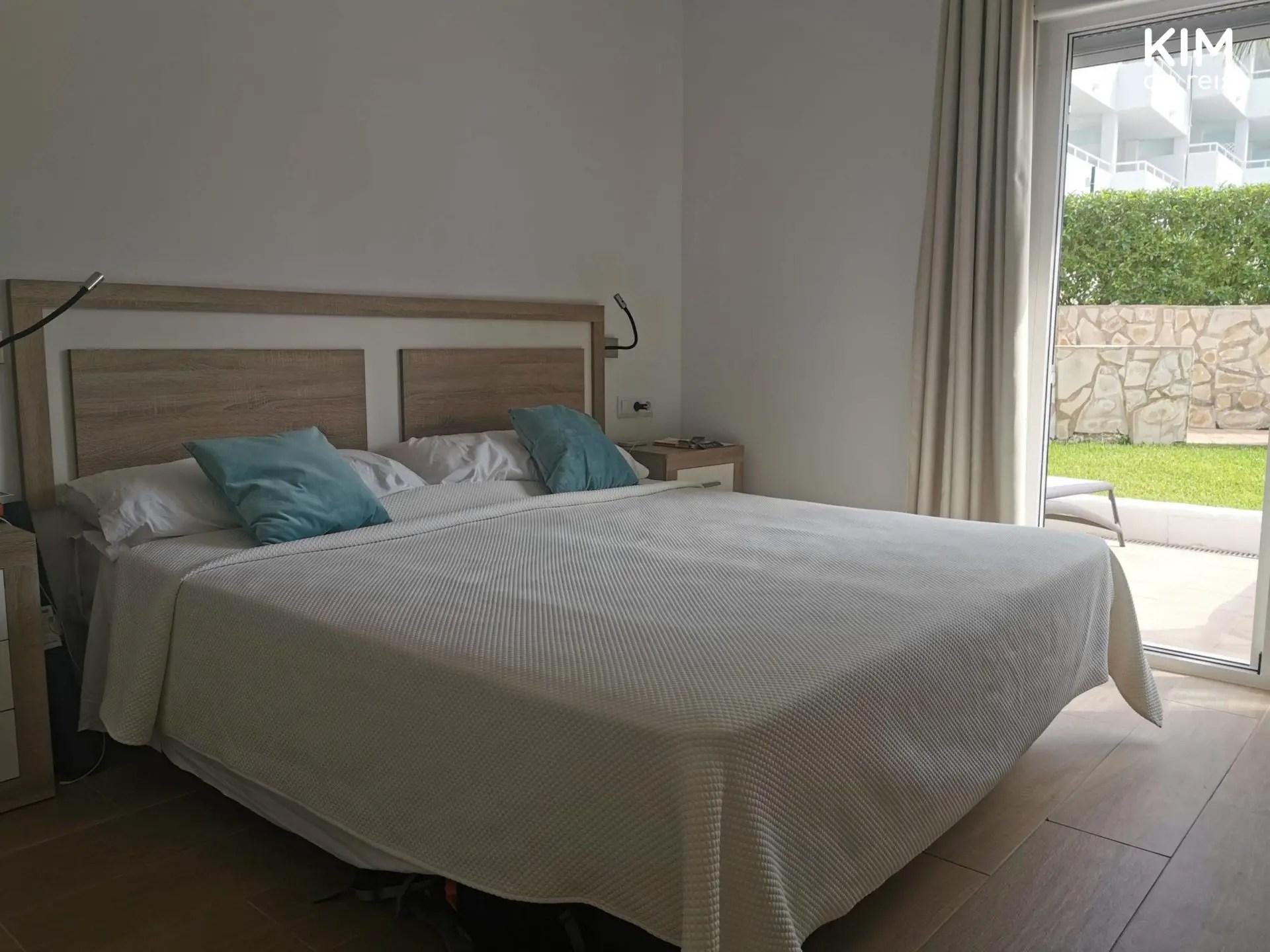 Slaapkamer Torrent Ibiza - eenvoudige slaapkamer in cremetint