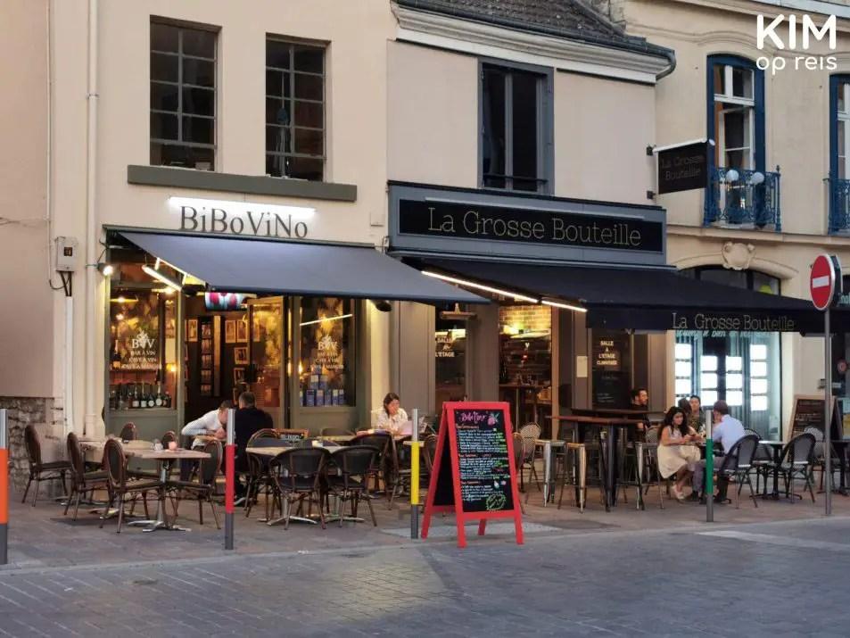 Wijnbar BiBoViNo Reims: terrasje in de avond
