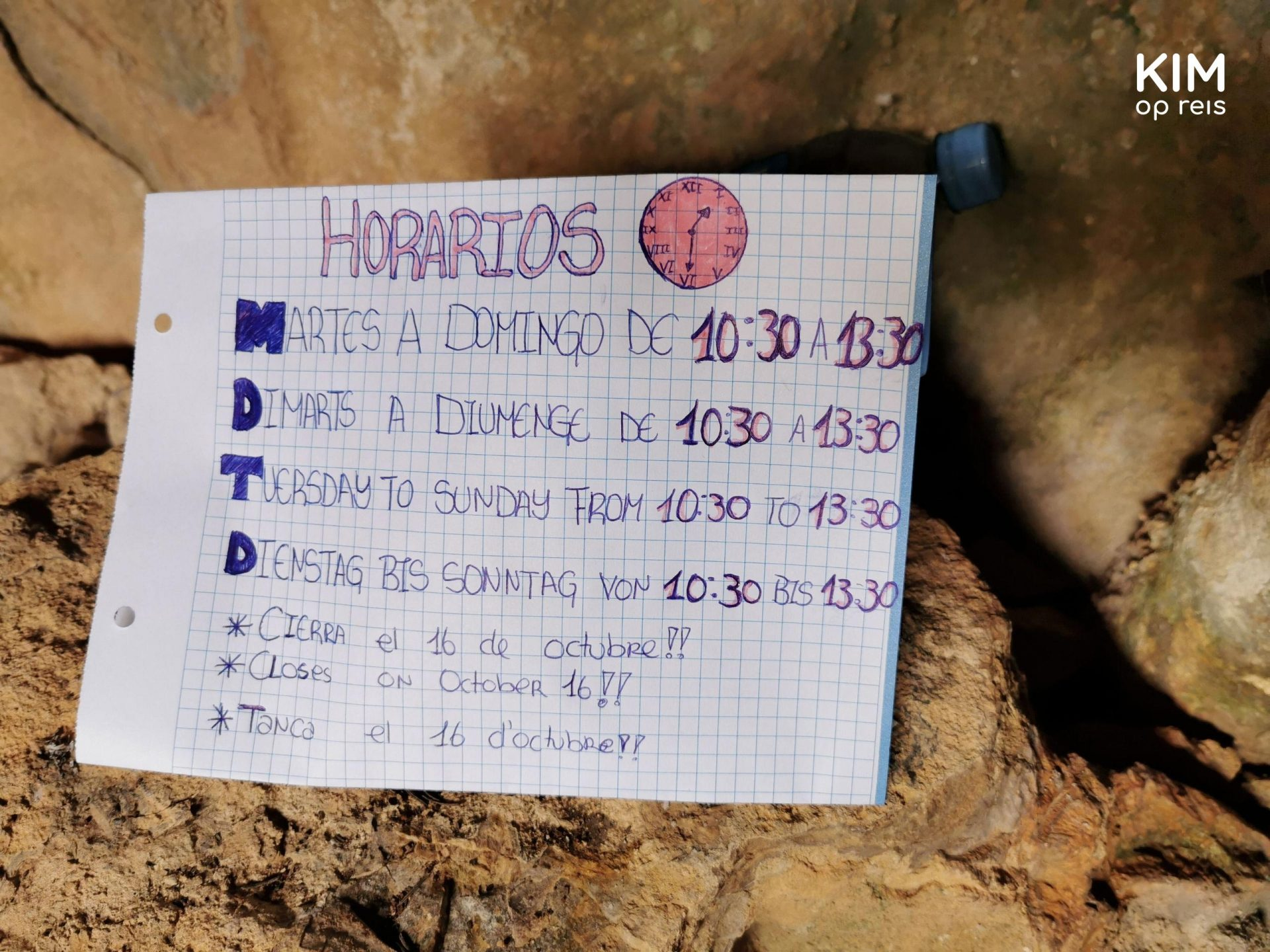 Opening hours Tanit cave - paper with the opening hours written on it