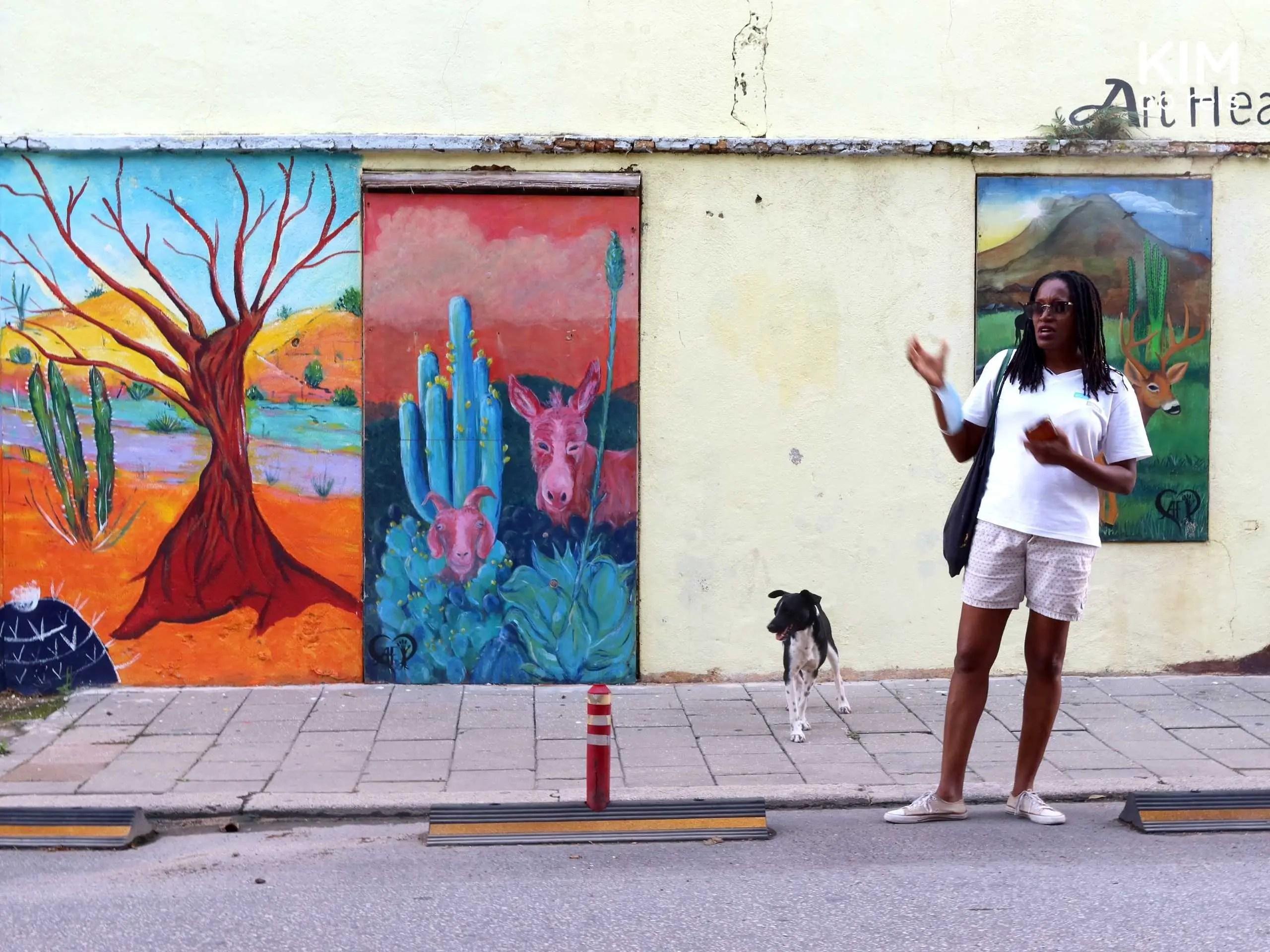 Tour streetart Curacao: gids geeft uitleg over de streetart