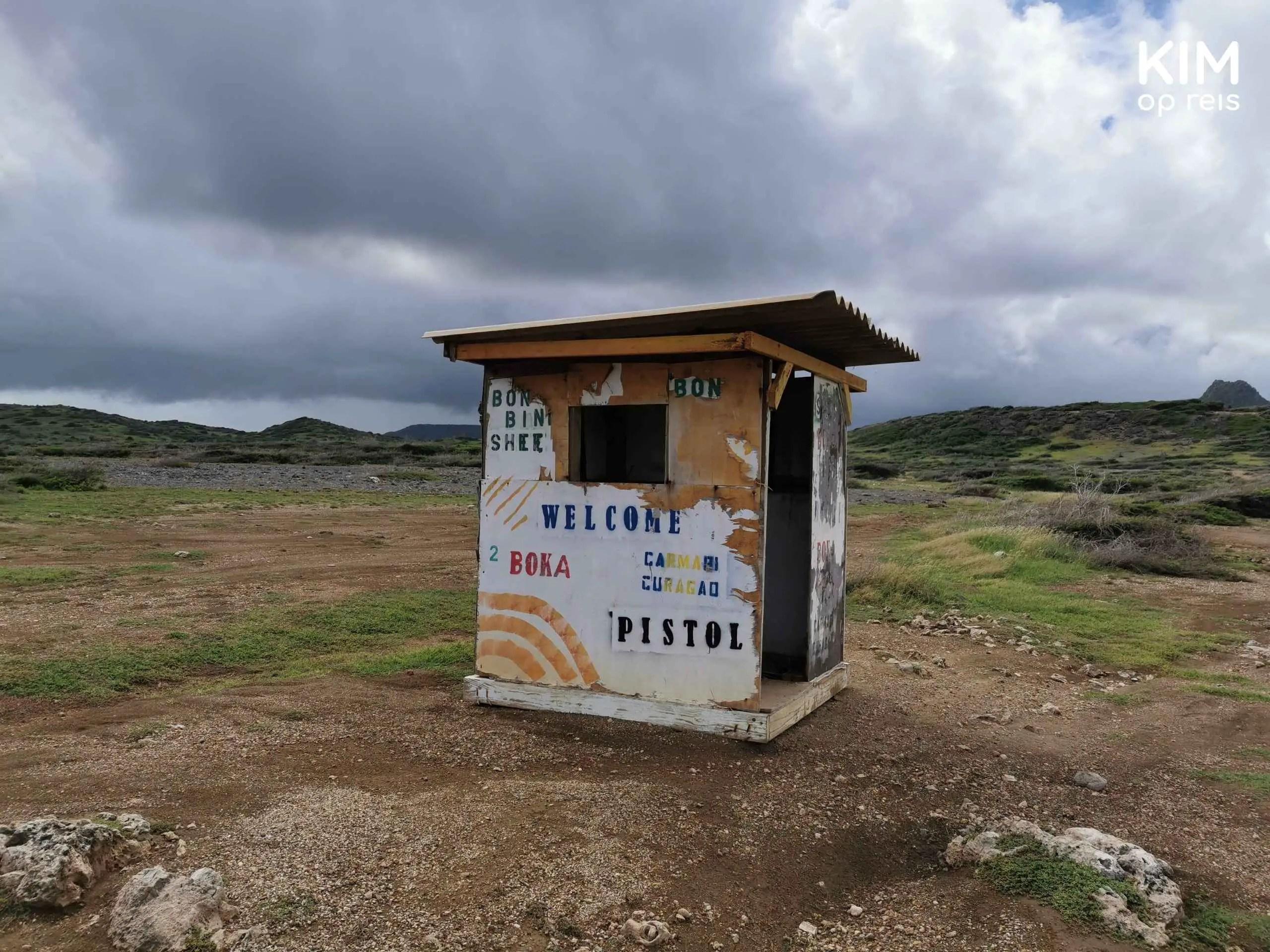 tips regen Curaçao: verlaten hokje op een regenachtige dag