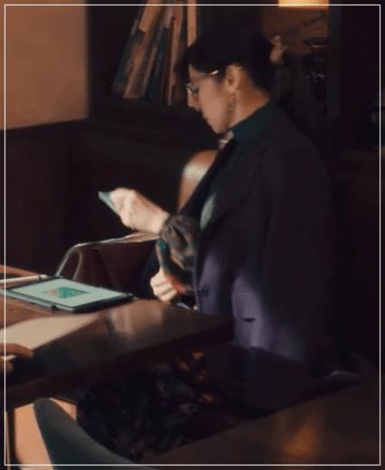 QUEEN[4話]斉藤由貴のファッション!ジャケットにジュエリーも!