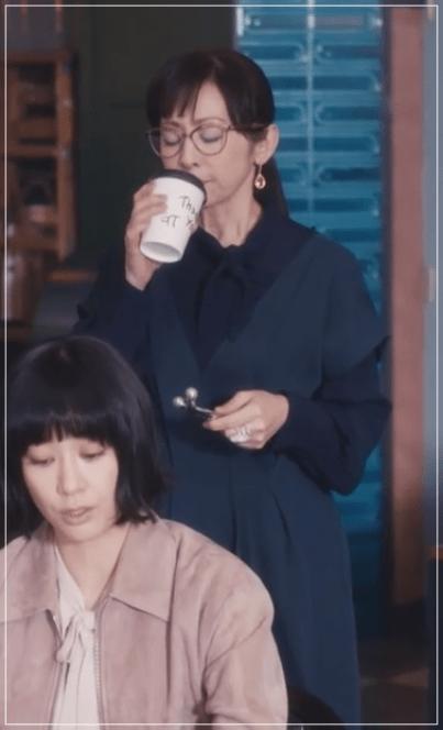QUEEN[5話]斉藤由貴の衣装やメガネ!ワンピースにニットやブラウスもw5