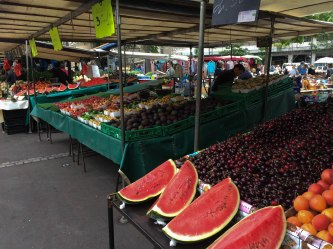 So the oldest marketplace in Paris is right down the street from my apartment, it's called Marché d'Aligre. It's basically a huge farmers market that's open everyday and it's the place to go to get fresh fruits/veggies!