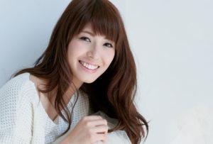山崎愛香 300x203 일본맥주 산토리 신제품 광고 선정성 논란에 중지